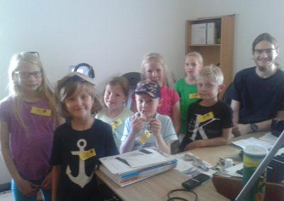 Die Kinder haben viel Spaß im Tonstudio